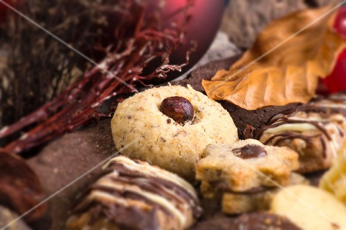 Various Christmas biscuits (close-up)