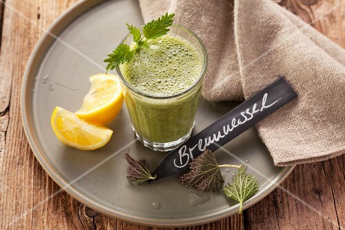 Stinging nettle and yarrow smoothie made with apples, dates and lemon juice