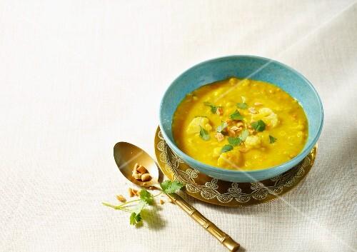 Oriental potato soup with cauliflower and lentils