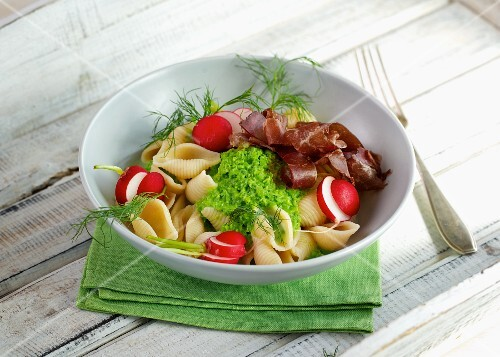 Pea foam pasta with radishes and Bresaola