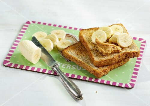 Wholemeal toast with peanut butter and fresh bananas