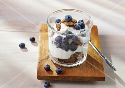 Pumpernickel and blueberry cream