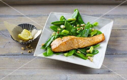 Oriental mange tout salad with oven-baked salmon