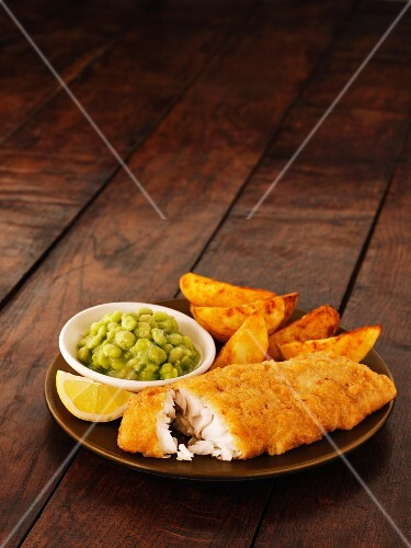 Fish and chips with mushy peas and lemon