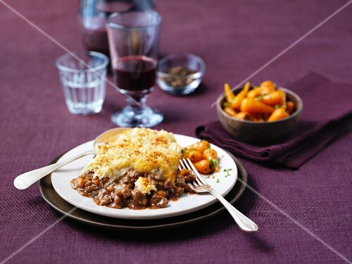 Cottage pie with roast baby carrots (England)