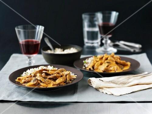 Boeuf Strogonoff with mushrooms, rice and wine