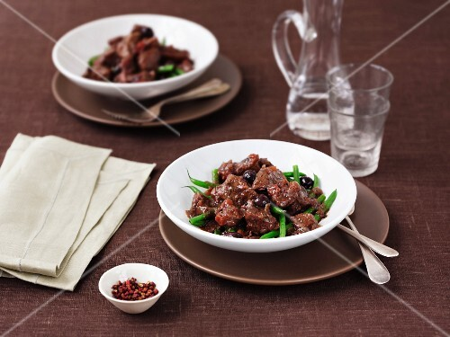 Provençal beef with olives and green beans