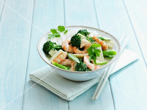 Green Thai curry with prawns and rice
