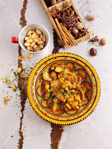 Fennel with chickpeas and pistachios