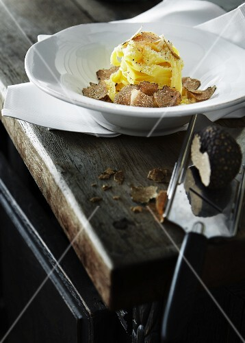 Tagliatelle with black truffles