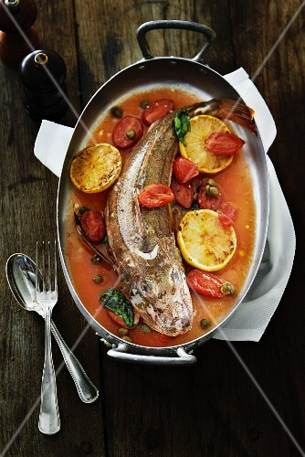 Fish with lemons and tomatoes