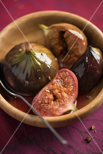 Poached figs with Szechuan pepper