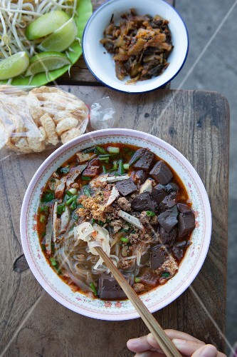 Noodle soup with bean sprouts and pork (Thailand)