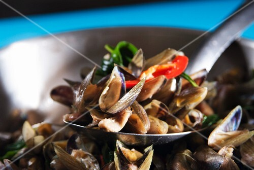 Fried mussels with chillis