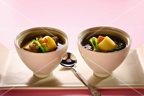 Seaweed soup with pork and tofu