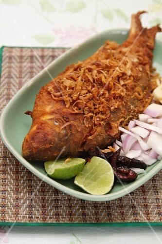 Fried fish with garlic crisps