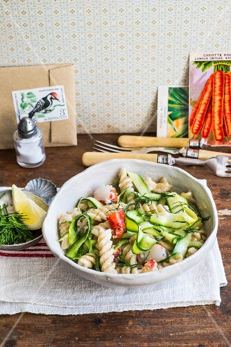 Pasta with marinated courgettes and cream
