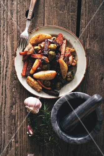Oven-baked vegetables with garlic and rosemary