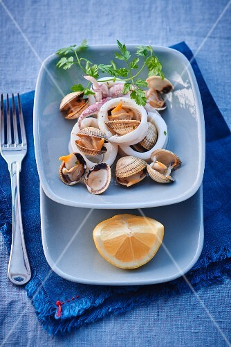 Mussels and squid with lemon