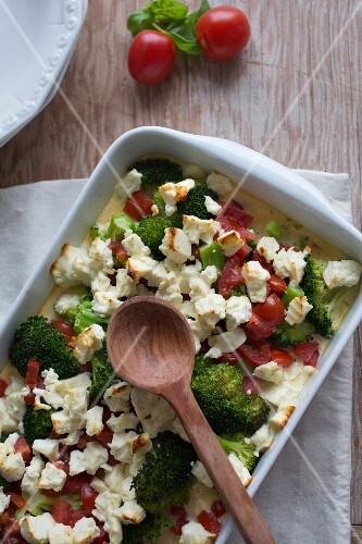 Broccoli bake with tomatoes and sheep's cheese