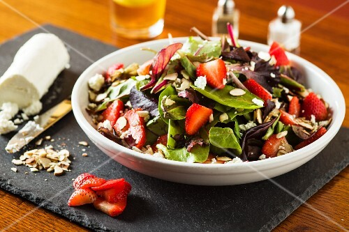 Mixed leaf salad with flaked almonds, strawberries and goat's cheese
