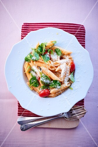 Penne with basil, tomatoes and Parmesan