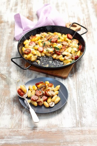 Gnocchi with sausage, mushrooms and mozzarella