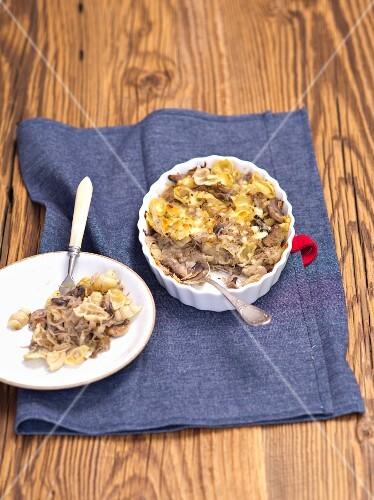 Pasta bake with sauerkraut and mushrooms