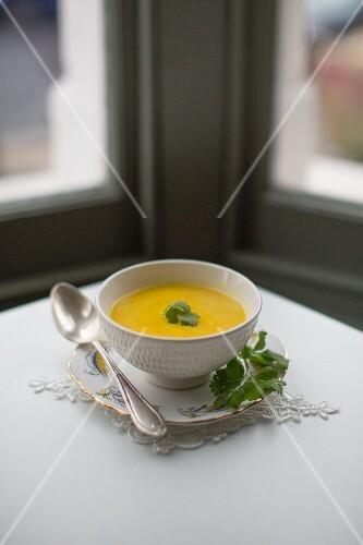 Cauliflower soup with turmeric, coconut milk and coriander