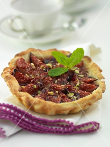 A fig tartlet with chopped pistachios