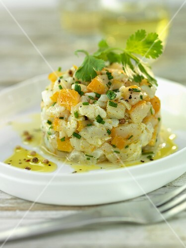 Fish tartar with oranges and parsley