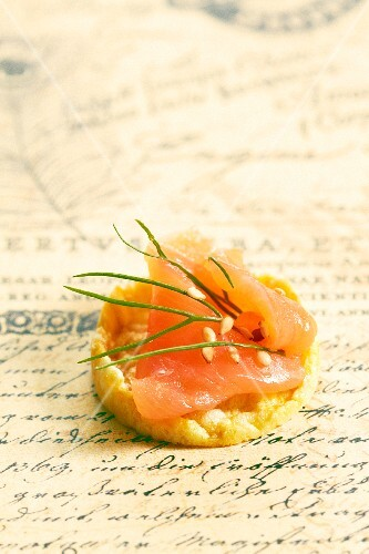 Salmon canapes with sesame seeds and dill