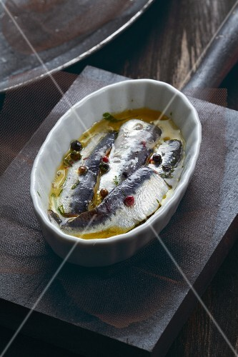 Sardines in olive oil with peppercorns