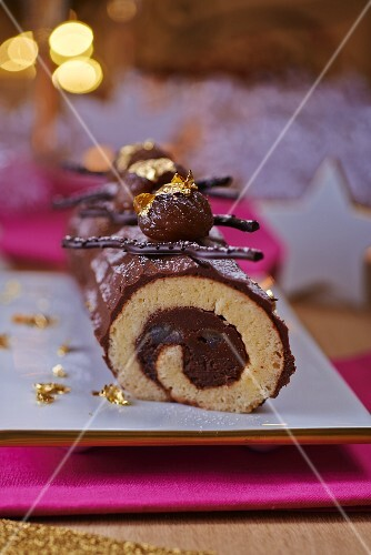 Bouche de Noel (French Christmas cake)