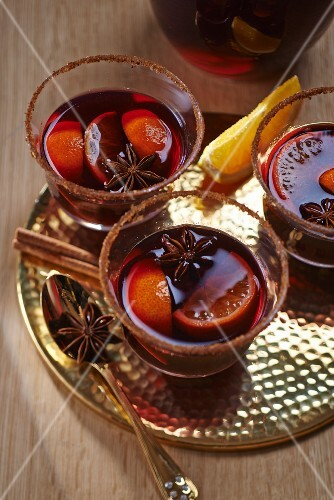 Mulled wine with mandarin wedges and star anise