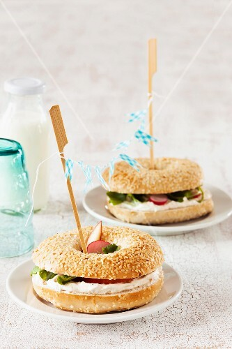 Bagels with radishes, apple and herb quark