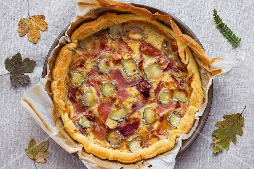 Ham pie with honey and goat's cheese