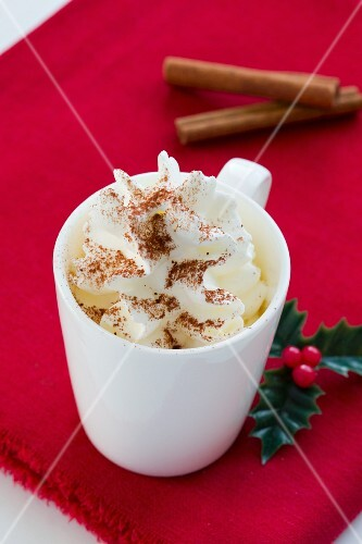 Whipped cream with ground cinnamon (Christmas)