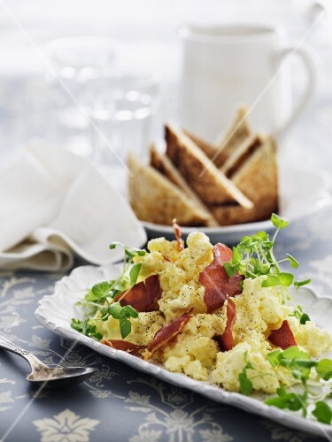 Scrambled egg with bacon