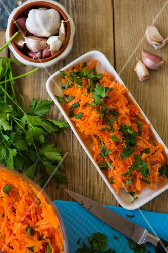 Turkish carrot salad with garlic and parsley