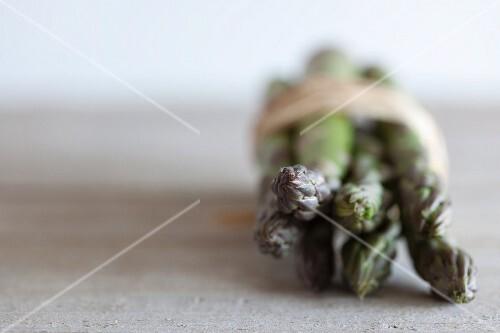 A bundle of green asparagus (close-up)
