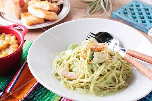 Spaghetti with shrimps and avocado