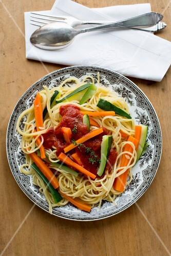 Spaghetti with courgette, carrots and tomato sauce (seen from above)