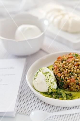 Bulgur salad with mozzarella