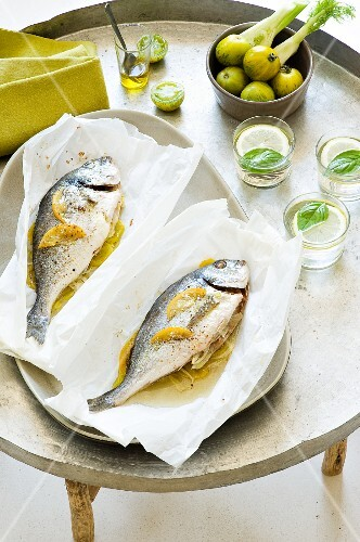 Seabream with green tomatoes and fennel in parchment paper