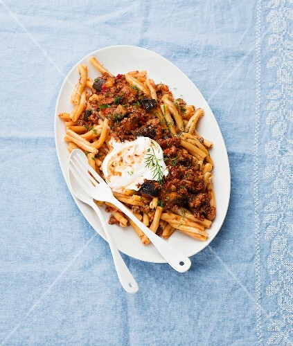 Pasta with a lamb and aubergine sauce and yoghurt (seen from above)