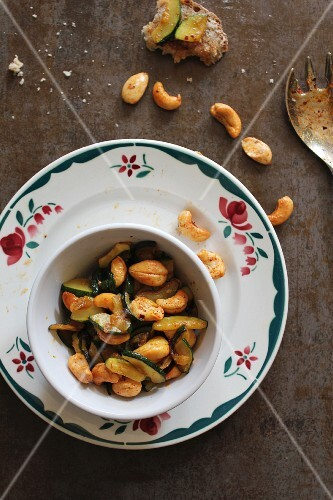 Courgettes with cashew nuts
