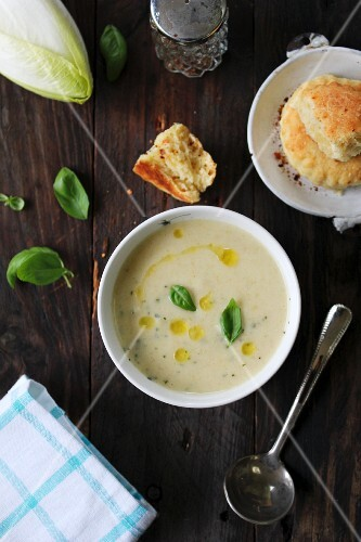 Cream of chicory soup with scones