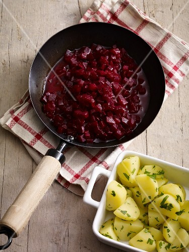 Fried beetroot with apple