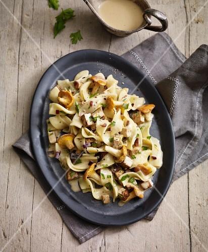 Tagliatelle with chanterelle mushrooms and tofu